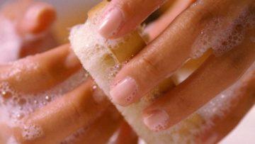 чистка ногтей щеткой