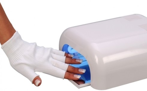 сушка ногтей под лампой