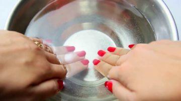ногти в воде