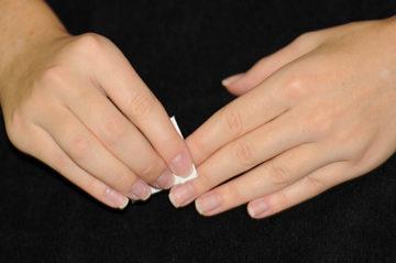 обезжиривание ногтей