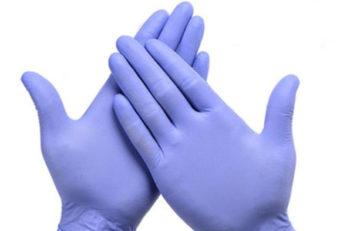 руки в перчатках